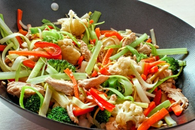 Wok de légumes de saison et volaille